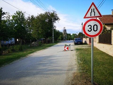 | Megkezdődött a forgalom lassítása